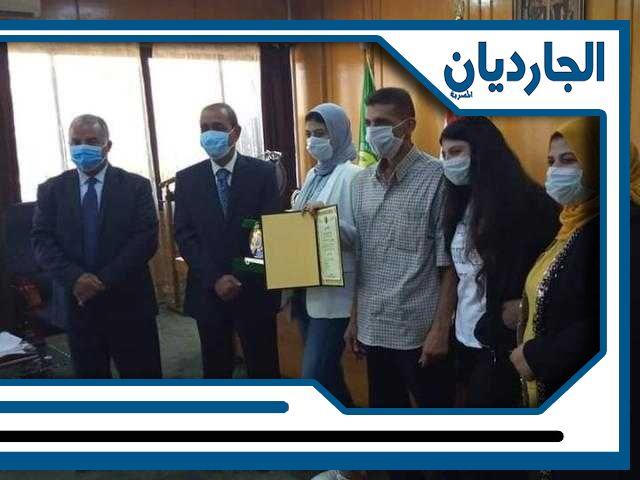 محافظ الاسماعيلية يكرم الطالبة ندى ياسر جودة إبراهيم من أوائل الثانوية العامة