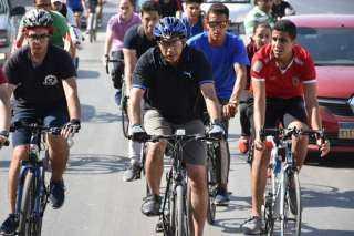وزير الرياضة يشارك ٥٠٠ متسابق من الشباب في ماراثون الدراجات الهوائية