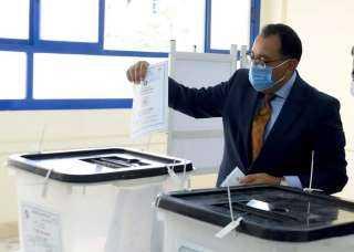 رئيس الوزراء يدلى بصوته فى انتخابات الشيوخ بالشيخ زايد
