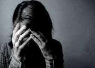 تخدر زوجة ابوها وابنتها لسرقتها حتى تهرب مع صديقها