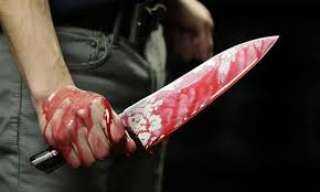 صاحب سوبر ماركت يقتل زوجته أمام نجليهما
