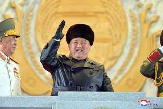 الزعيم الكوري الشمالي يطالب بالاهتمام بعلاقات الشباب مع الأم ونوعيه ملابسهم