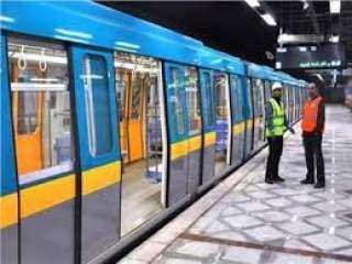 استمرار عمليات تعقيم وتطهير محطات و قطارات مترو الانفاق