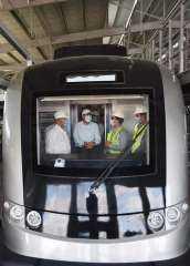 رئيس الوزراء يتفقد أعمال تنفيذ مشروع القطار الكهربائى الخفيف