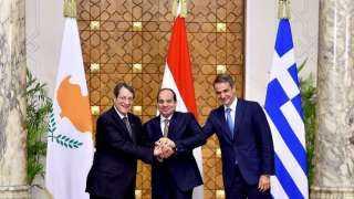صورة تذكارية للرئيس السيسى مع نظيره القبرصي ورئيس وزراء اليونان بمناسبة القمة الثلاثية